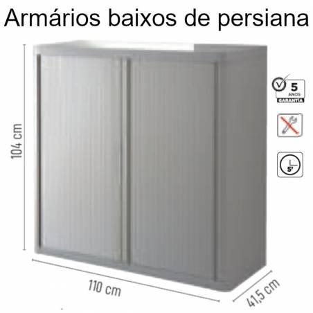 Armários baixos com porta de persiana
